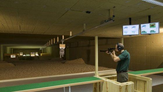 Jäger beim Training auf dem Schießstand