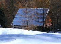 Jagdhütte im Schnee