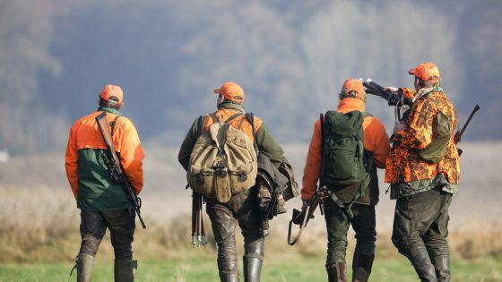 Vier Jäger nach Drückjagd