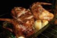 Wildrezept der Woche: Wildkaninchenkeulen in Riesling-Sahnesauce mit Steinpilzen