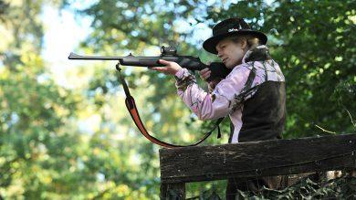 Pinewood Oviken Damen Fleecejacke Realtree AP Pink HD®/Jagdgrün in Aktion