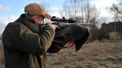 Jagd: Waffe im Anschlag