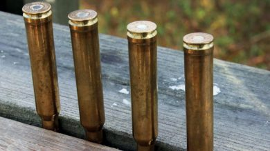 Vorbereitung für die Ansitzjagd: Munition aufreihen